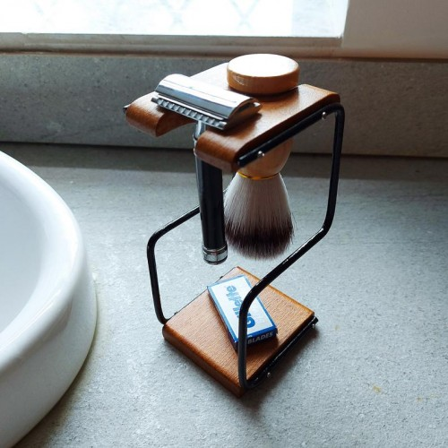Shave Kit Holder + Razor + Blades + Brush
